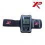 Attacher le brassard de protection pour detecteur de metal XP autour du bras